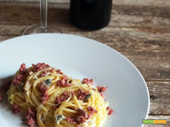 Spaghetti di Gragnano con gorgonzola, salame di turgia e cavolo cappuccio
