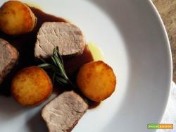 Filetto di maiale con salsa al barolo e patate fondenti
