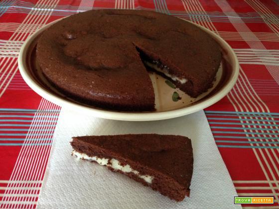 Torta morbida al cioccolato con crema al latte