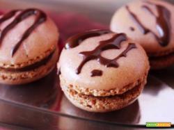 Macarons alla cannella con ganache al cioccolato al latte e cannella
