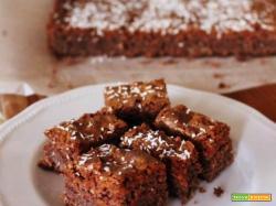 Brownie al cioccolato bianco, cacao amaro, cocco e noci