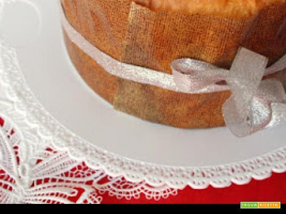 Panettone con margarina e uvetta gigante