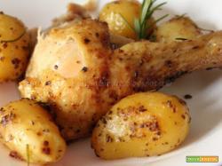 Pollo al forno con patate e profumo di rosmarino