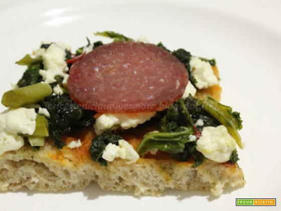 Pizza alla crusca, con cavolo nero, quartirolo, salame e lievito madre
