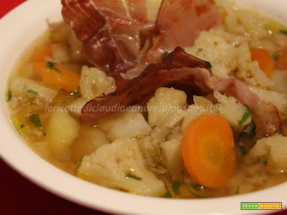 Zuppa di cavolfiore e patate con speck croccante
