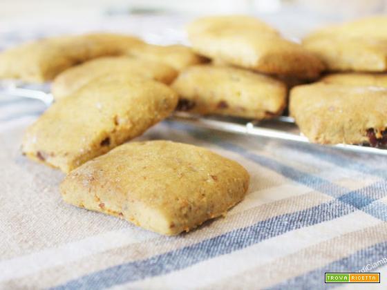 Biscotti Inzupposi alle Carote, Uvetta e Cannella (Vegan)