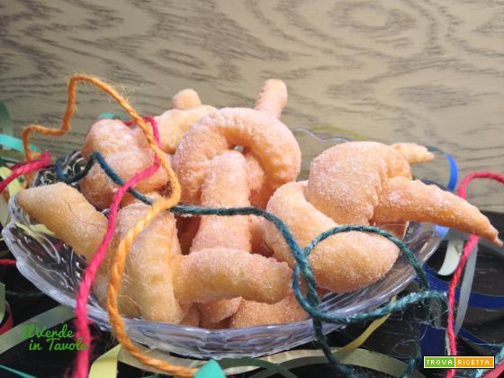 Frittelle annodate per carnevale