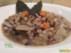 Zuppa di grano saraceno, lenticchie nere e patate dolci
