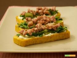 Crostini di polenta con salsiccia ed erbette