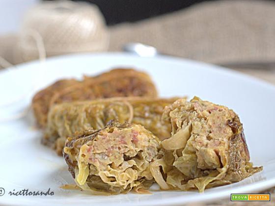 Fagottini di verza con salsiccia