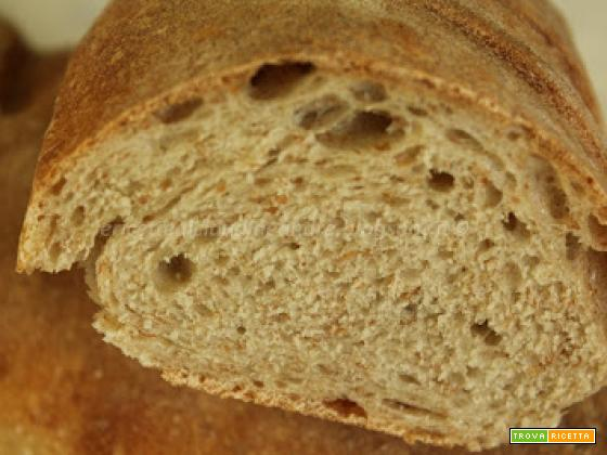 Baguette di pane con crusca e lievito madre