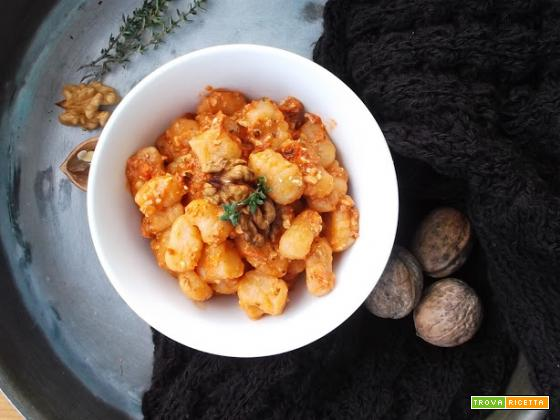 Gnocchetti al pesto di pomodori secchi e noci