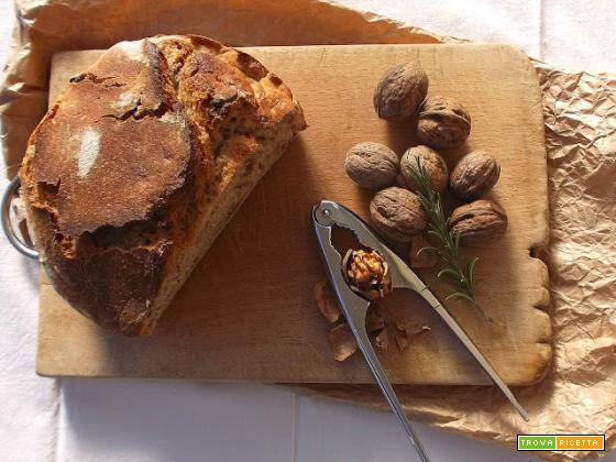 Pane senza impasto alle noci e rosmarino