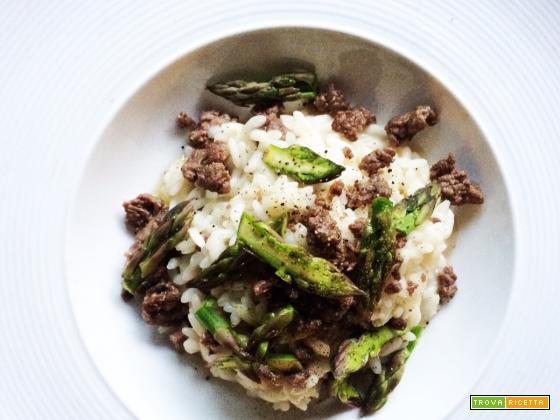Risotto con salsiccia di podolica e asparagi e Senti Oh! Maremma Toscana Igt