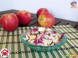 Radicchio, mele, formaggio e semi di zucca