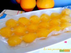 Cubetti di arancio ghiacciati