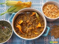 Zuppetta di melanzane e cicerchie con avena, fiori di zucca e erbe di Provenza