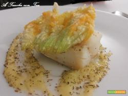 Filetti di rana pescatrice su vellutata di fiori di zucchini