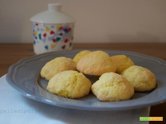 Biscotti morbidi ripieni alla marmellata