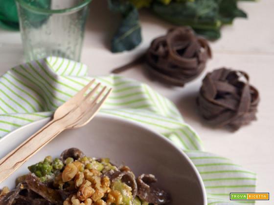 Tagliatelle di grano saraceno con broccolo romanesco, ricotta e berberè
