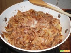 Tacoline con salsa di pomodoro e paté di olive nere