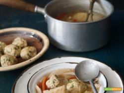 Discussioni sulla tradizione. La penicilina ebraica: zuppa di pollo con knaidelach