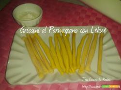Grissini al Parmigiano e al Curry cotti al microonde e pronti in soli 5 minuti con Lèkuè