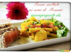 Tonno scottato ai semi di Sesamo accompagnato da Ananas ai fiori di Begonia