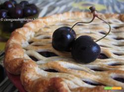 Cherry pie all'aceto balsamico e base al pepe nero