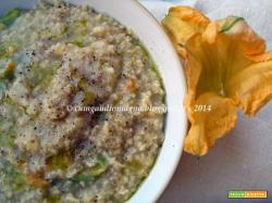 Zuppetta di miglio e lenticchie rosse con fiori di zucca croccanti