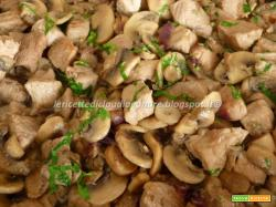 Spezzatino di coscia di maiale con champignon