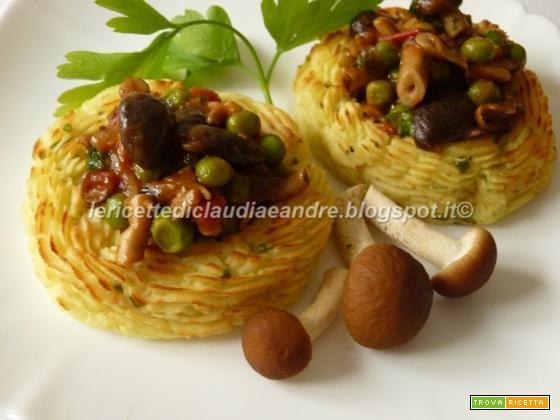 Cestini di patate con pioppini, pisellini e pomodori