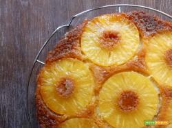 Torta rovesciata all'ananas con farina di farro