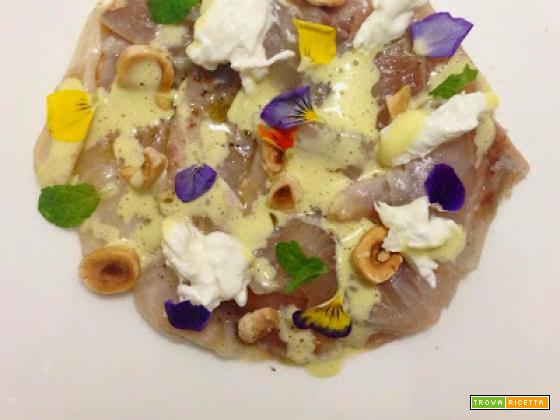 Carpaccio di Orata con salsa al kiwi, burrata e nocciole