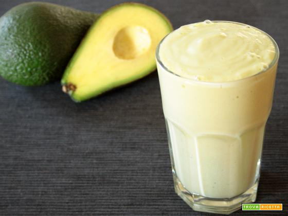 Vitamina de fruta e de abacate(Frullato di frutta e di avocado)