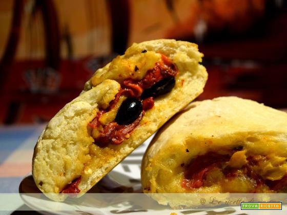 pizza ripiena peperoni e mozzarella