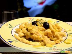 straccetti di pollo con patate e olive
