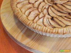 Crostata di mele e marmellata di prugne