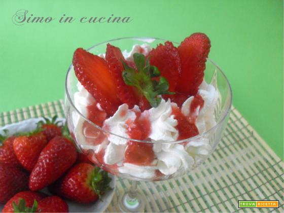 dessert alla ricotta con salsa di fragole
