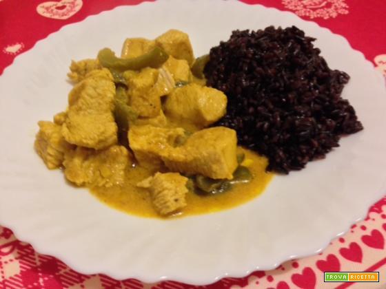Spezzatino al curry rosso con riso venere