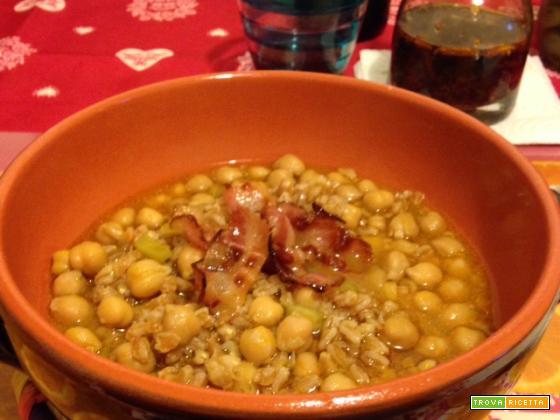 Zuppa di ceci e farro con pancetta croccante