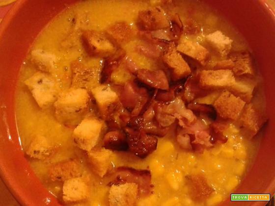 Zuppa di mais dolce con speck e crostini