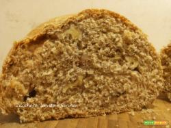 Pane con crusca e noci