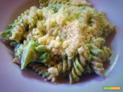 Pasta broccoli e salsiccia: ricetta cremosa con la panna