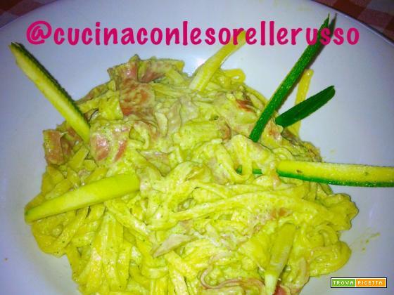 Tagliolini con crema di zucchine e speck
