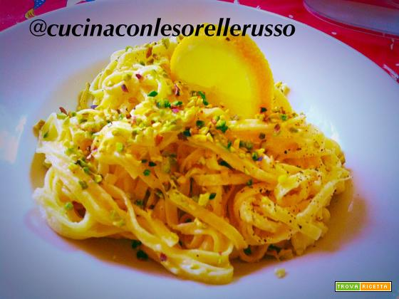 Tagliolini mimosa: limone, pistacchi e panna