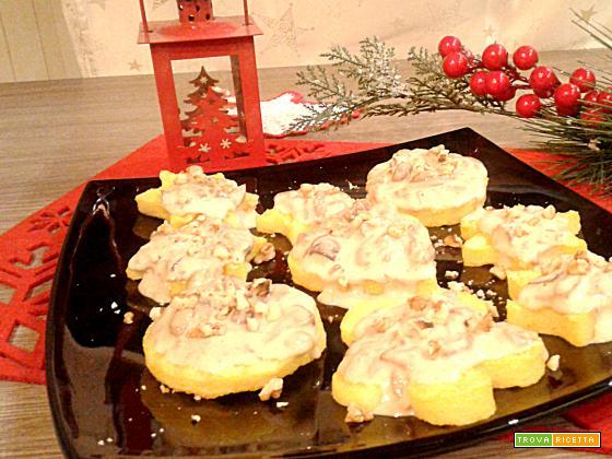 Crostoni di polenta con porcini, besciamella e noci