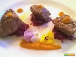 Filetto di manzo con cipolle caramellate e salsa al peperone