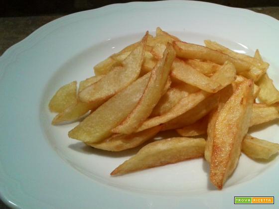 Patatine tagliate e fritte