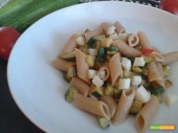 Penne integrali zucchine, pomodori e zenzero